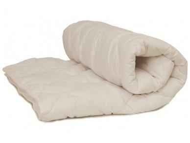 Vaikiška balta vasarinė antialerginė antklodė su poliesterio užpildu 200 g/m2