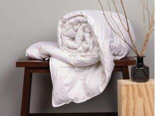 """NUKAINOTA žieminė 50%  pūkų - 50% plunksnų užpildo antklodė """"Hebe"""" (200x220 cm)"""